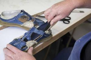 Sanitätshaus Lappe - Galerie Schuh-Reparatur - ein Schuh entsteht