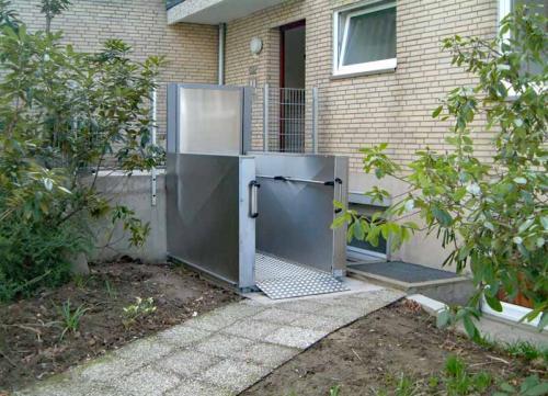 Sanitätshaus Lappe - Treppenlifte von Thyssen Krupp - barrierefreier Zugang von außen